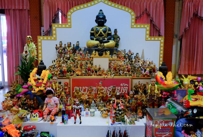 Un sanctuaire et ses offrandes