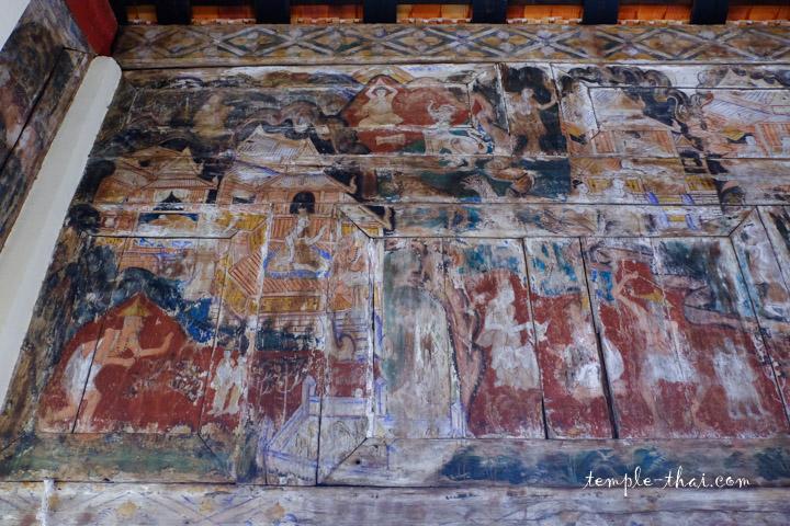 Peintures sur bois dans le Viharn Royal
