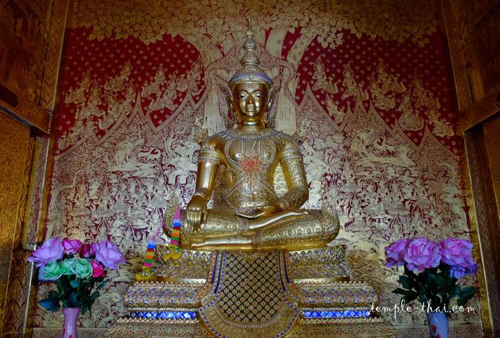 Le bouddha paré du Viharn