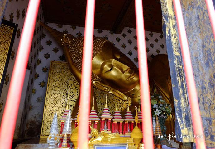 bouddha allongé dans son Viharn