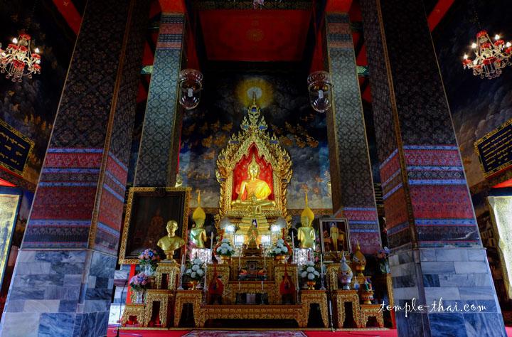 Superbe Ubosot et son bouddha