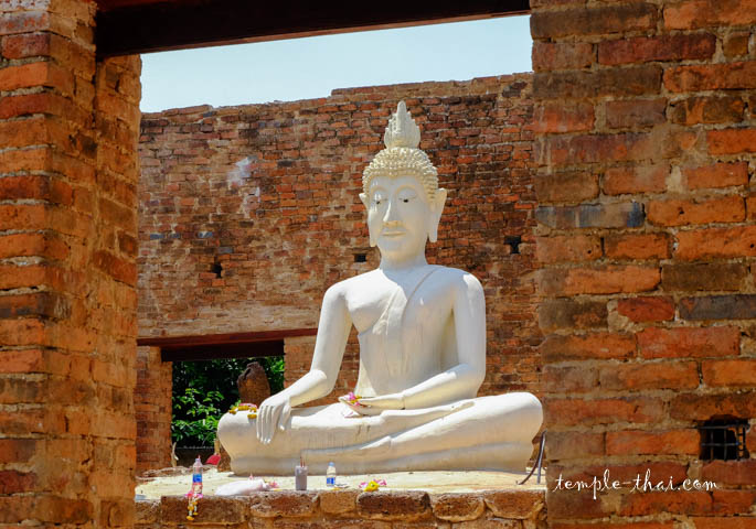 Le bouddha blanc de l'extérieur