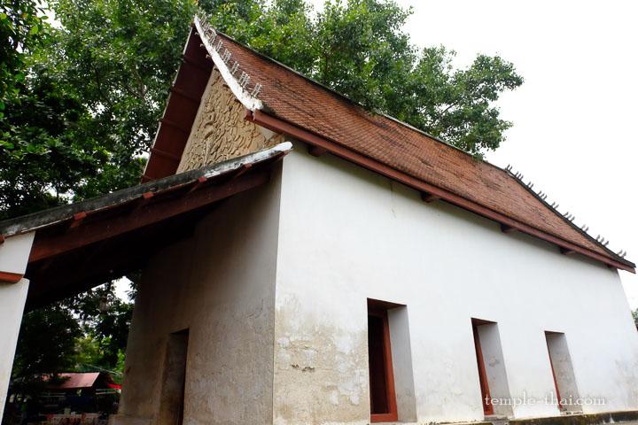 L'édifice isolé abritant les peintures
