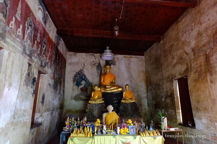 les trois bouddhas et les peintures anciennes
