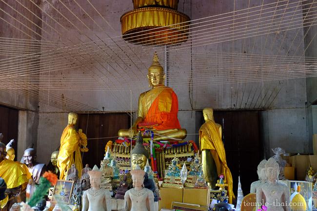 Luang Po Sila Daeng (Laeng) (หลวงพ่อศิลาแดง (แลง))