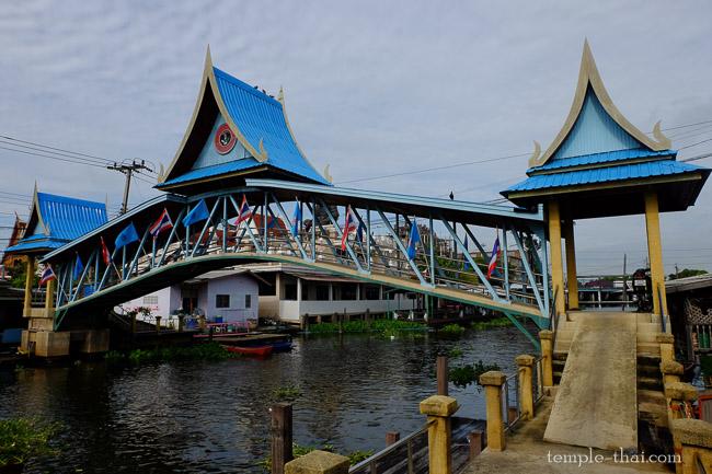 Le pont bleu