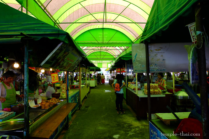 Une allée du marché