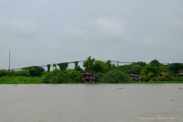 Le fleuve Chao Phraya devant le temple