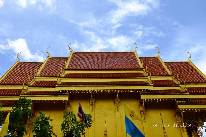 temple doré et toiture