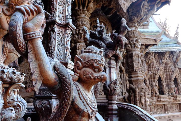 Garuda sculpté en bois