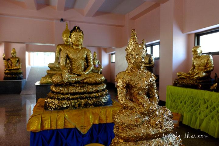 Sous-sol de l'Ubosot et ses statues recouvertes d'or