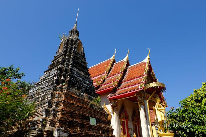 Le stupa redenté de forme pyramidale