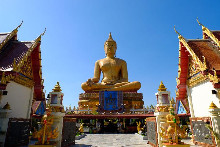 bouddha géant de 42 mètres de haut nommé  Phra Suwan Mongkol Mahamuni (พระสุวรรณมงคลมหามุนี)