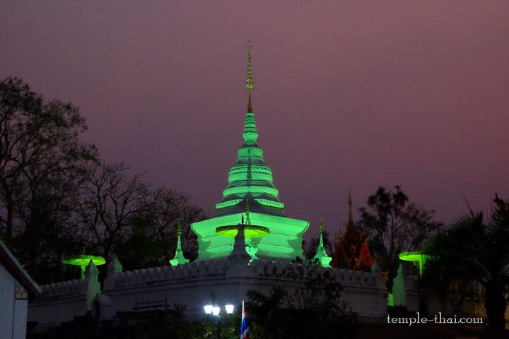 Phrathat Khao Noi (พระธาตุเขาน้อย)
