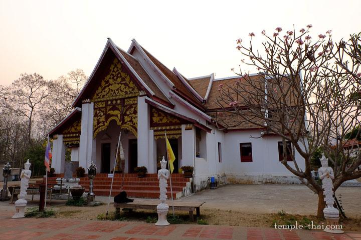 Salle d'ordination du Wat Phrathat Khao noi