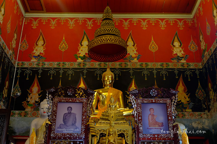 bouddhas sur l'autel