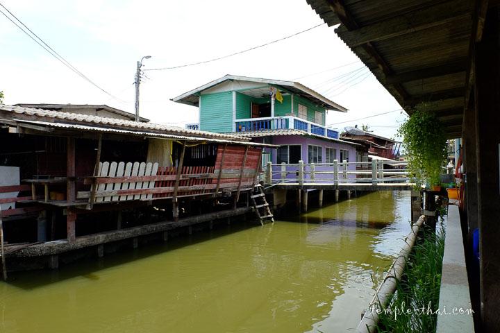 Maisons au bord du canal