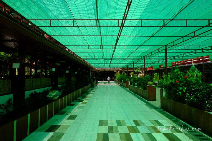 Corridor illuminé