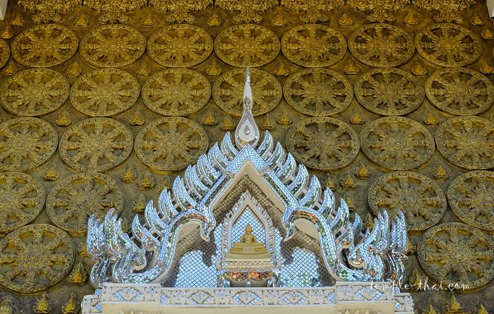 Roue du Dharma en bas-relief