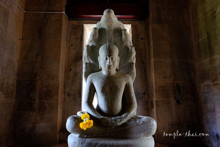 Statue du Bouddha protégée par Mucalinda