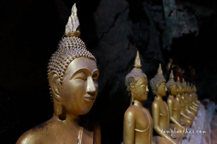 bouddhas alignés dans la seconde salle
