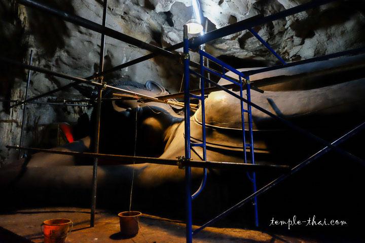 bouddha allongé de la grotte