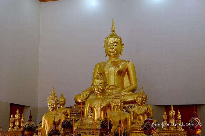 Les statues de l'Ubosot