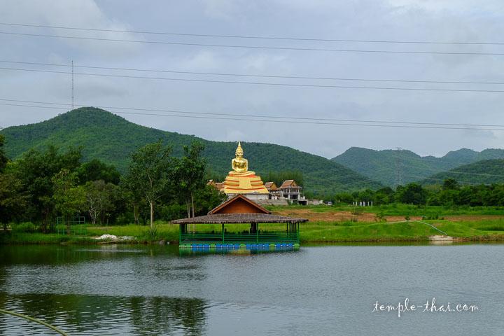 Réplique géante de Luang Po Sothon (หลวงพ่อโสธร)