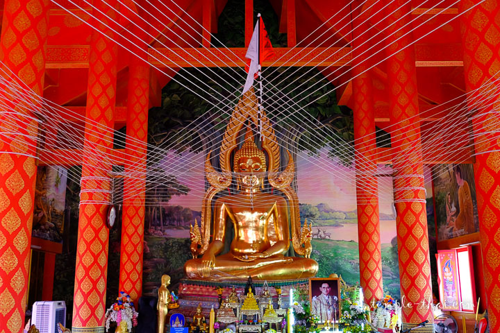 bouddha principal orné d'un mandorla