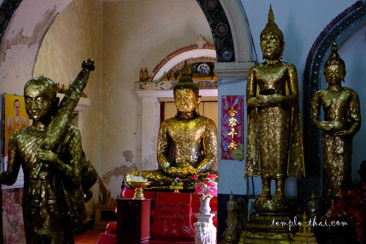 Au centre, la réplique de Luang Po Sothon