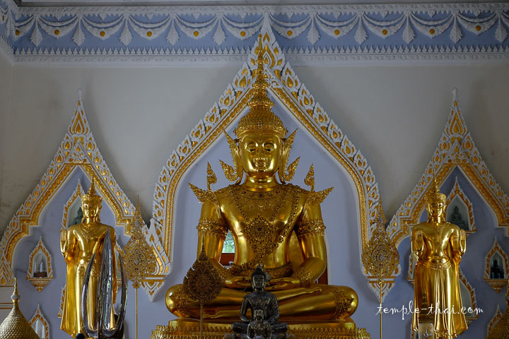 bouddha paré dans le Viharn