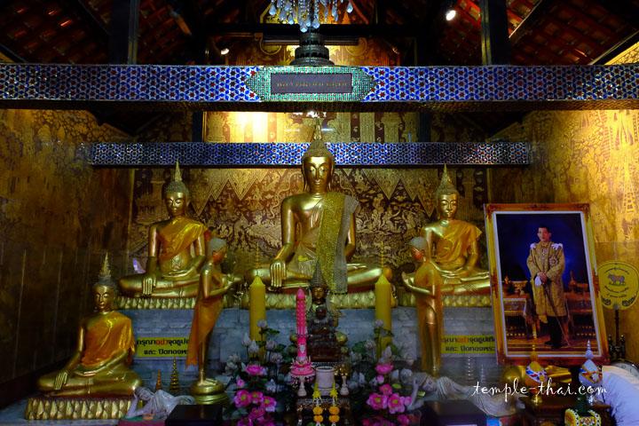 Le superbe intérieur, avec ses fresques et ses statues
