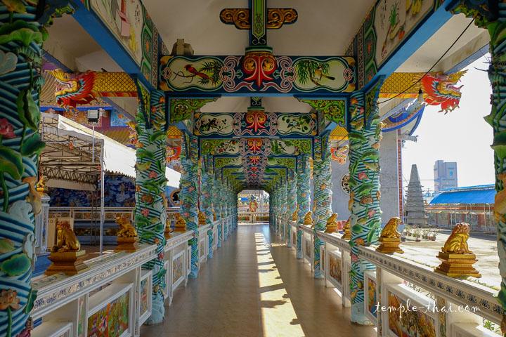 Un corridor qui relie les pavillons