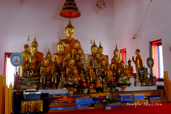 Le vieil Ubosot et son assemblée de statues