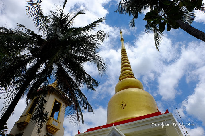 stupa doré à Khorat