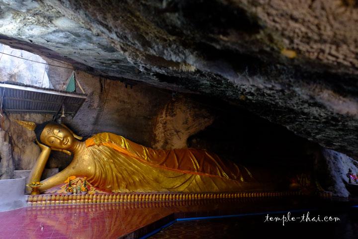 bouddha allongé dans une grotte