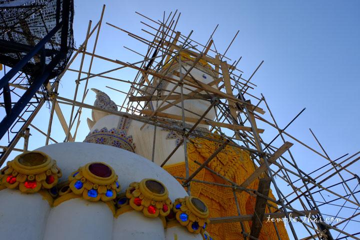 Ornements du bouddha géant paré