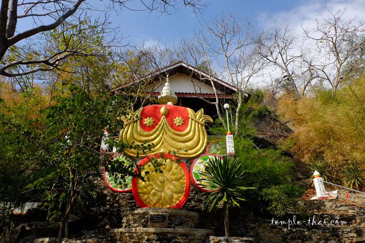 Le sanctuaire du bouddha couché en pleine nature