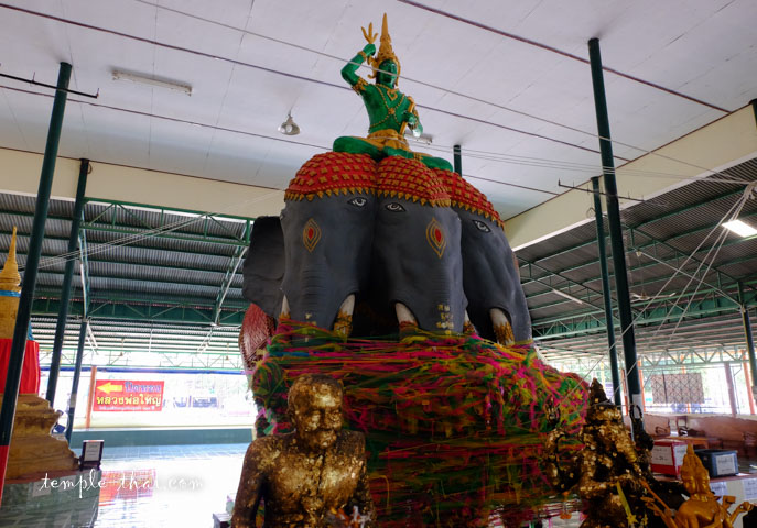 La divinité Indra (พระอินทร์) chevauchant sa monture Erawan
