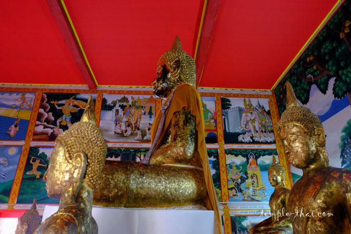 Le bouddha principal vu de côté