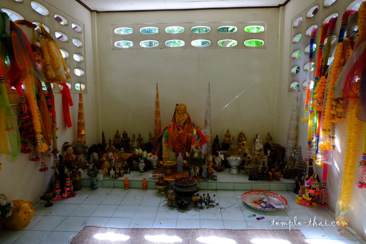 Un sanctuaire près des vestiges
