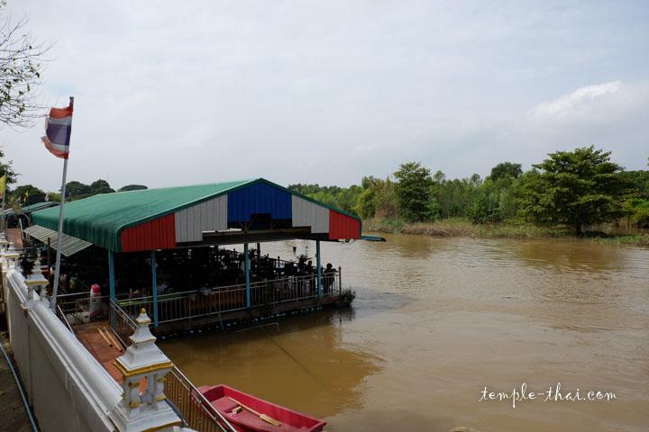 La rivière Noï et son restaurant flottant