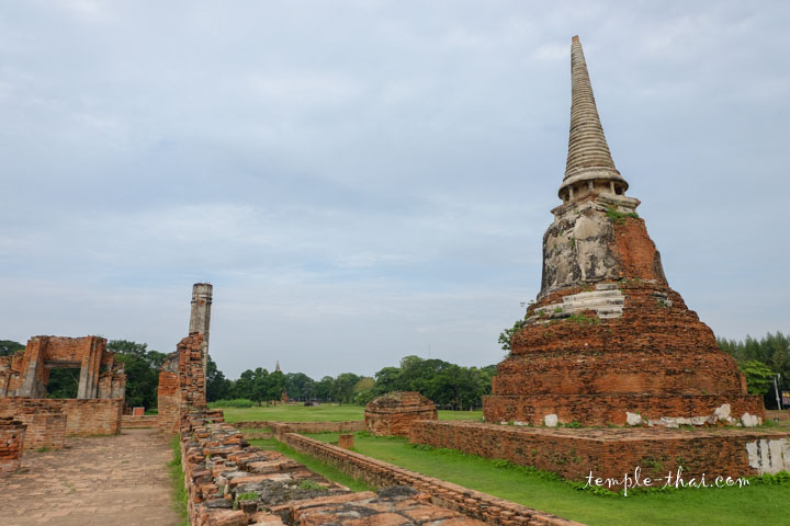 Un stupa annexe