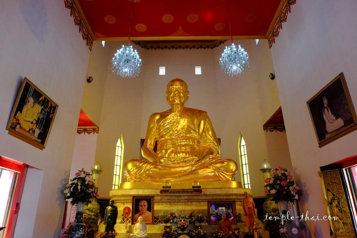 Représentation monumentale de Luang Po Sot (หลวงพ่อสด)