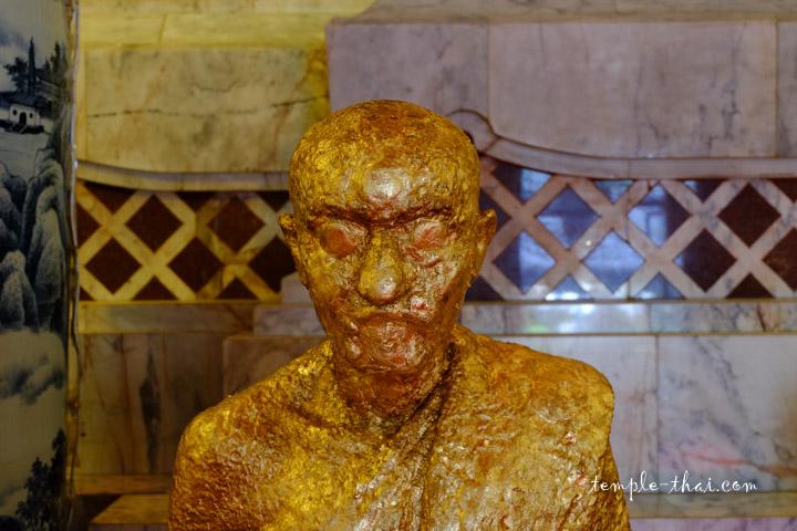 Un moine recouvert d'or