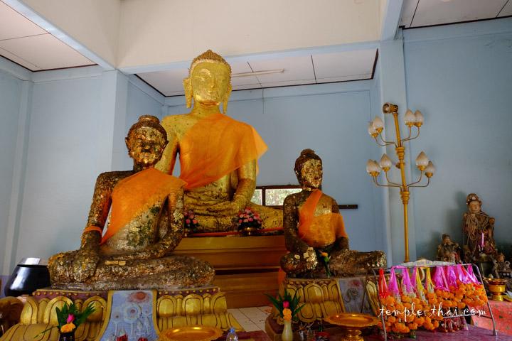 Luang Po Yok (หลวงพ่อโยก), en plein centre