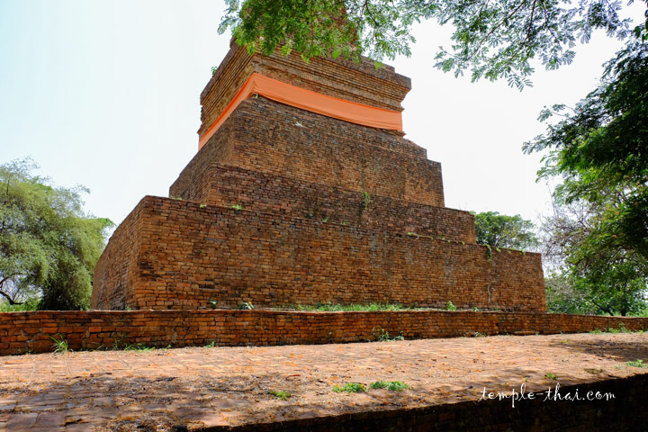 Le stupa et sa base carré