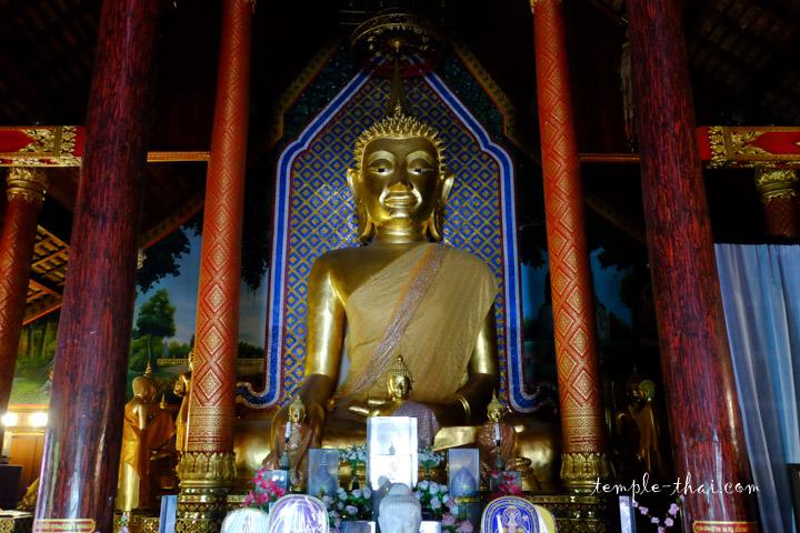 Imposant bouddha