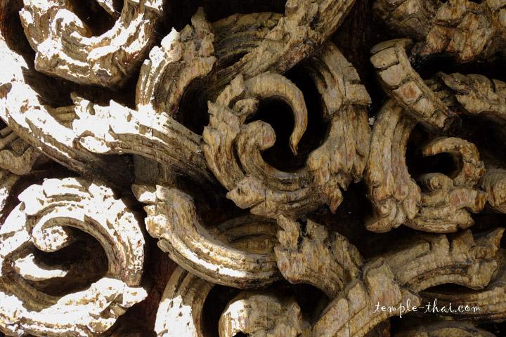 Détail de la porte en bois