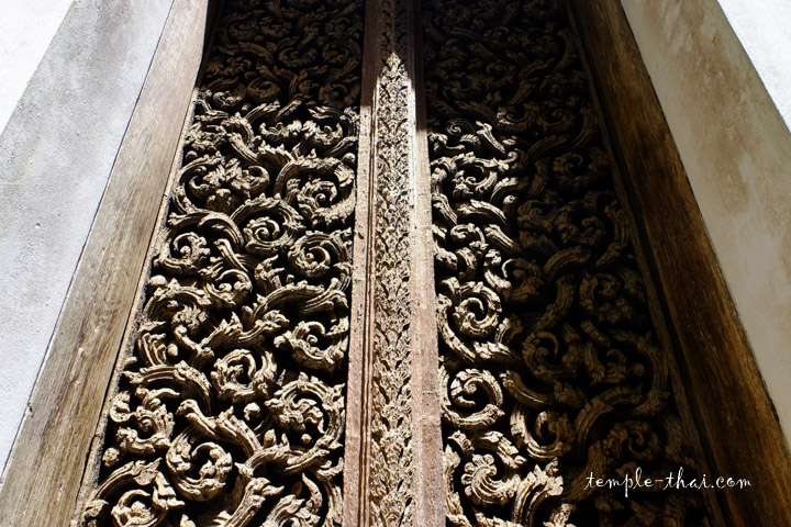 Feuilles de vignes sculptées